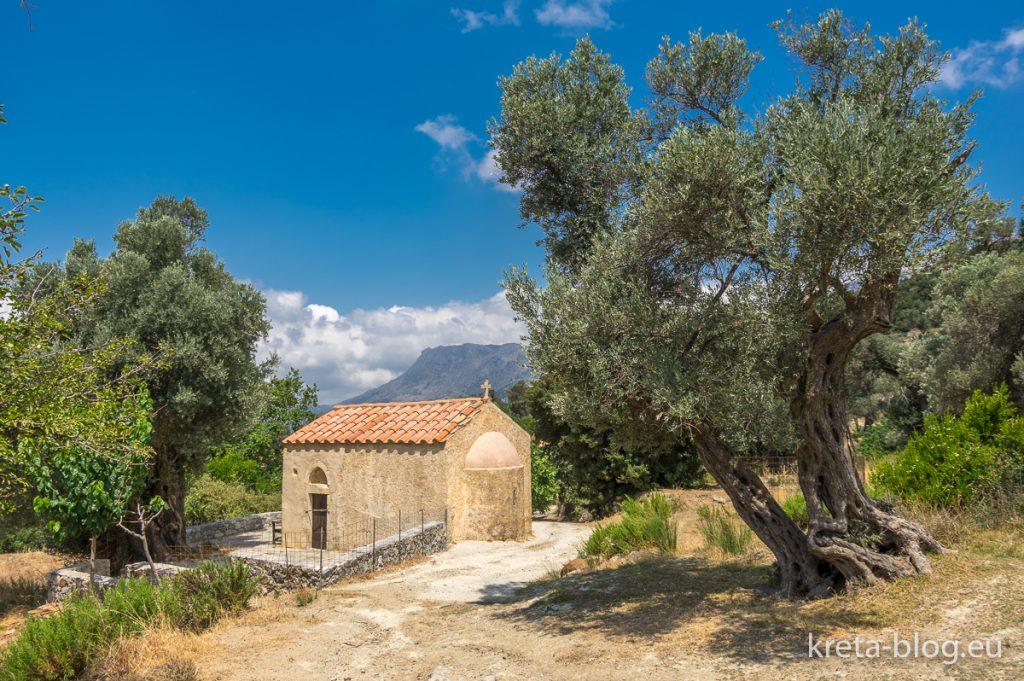Kreta: Kapelle im Olivenhain, Amari-Becken