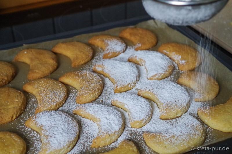 Kourabiedes frisch aus dem Ofen...