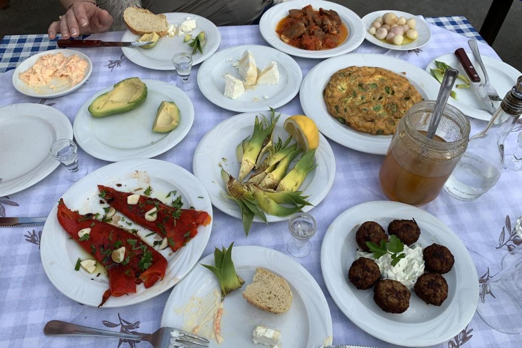 Üppige Tavel im Restaurant Sigelakis, Sivas, Süd-Kreta
